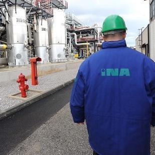 Predsjednica HNS-a, prva potpredsjednica hrvatske Vlade i ministrica vanjskih i europskih poslova Vesna Pusić izjavila je danas da će Vlada braniti opstanak Ininih rafinerija - i u Rijeci i u Sisku, istaknuvši kako je MOL preuzeo odgovornost da te rafinerije funkcioniraju.