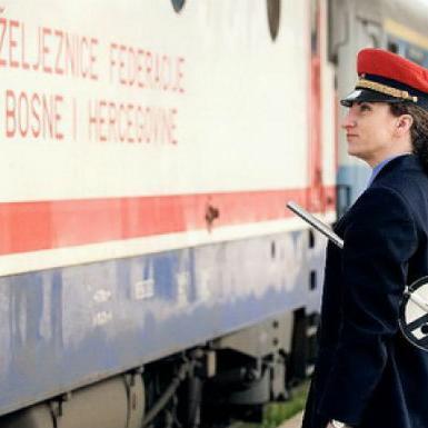 Za kupovinu Gredelj Revoma Željeznice FBiH izdvojile su oko dva miliona KM iz vlastitih sredstava, saopćeno je izSlužbe za odnose s javnošću ŽFBiH.