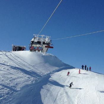 Snijeg koji pada već par dana obradovao je sve turističke radnikekoji su se dosta truda uložili u pripremu zimske turističke sezone.