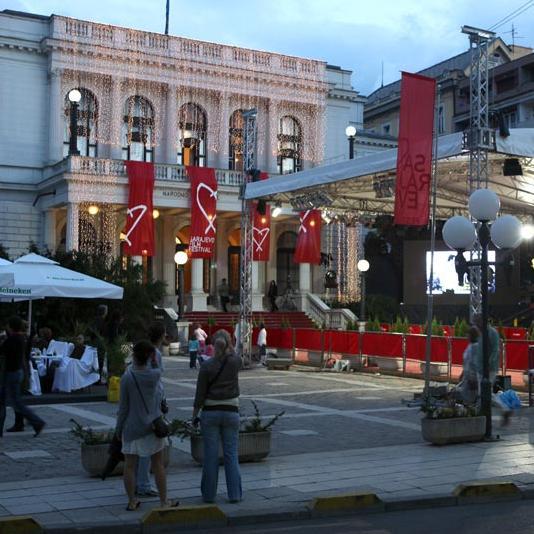 Turistička zajednica Kantona Sarajevo nažalost zbog sistema prijave turista nije u mogućnosti da da informaciju o tačnom broju turista u Sarajevu u vrijeme održavanja Sarajevo Film Festivala, kao i u vrijeme održavanja svih drugih značajnijih manifestacija