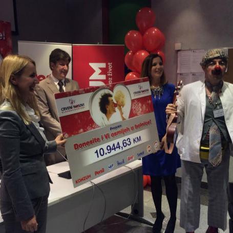 Zahvaljujući ovoj akciji Udruga Crveni nosovi posjetit će pet puta tokom 2015. godine Pedijatrijsku kliniku u Sarajevu i povećati redovne posjete dječijim odjelima Kliničko bolničkog centra Zagreb – Rebro.