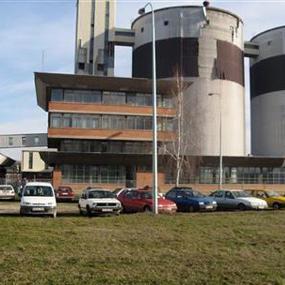 Skupština grada Bijeljina jučer je, usvajanjem Informacije o statusu Fabrike šećera u Velikoj Obarskoj, zatražila što hitnije angažovanje Vlade Republike Srpske i drugih akcionara u izboru rukovodstva fabrike, kao i pomoć u pokretanju proizvodnje.