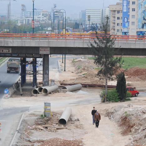 Reconstruction and construction of the Stup loop is in its final stage and most of the objects are nearly complete. As the daily Oslobođenje has learned from the Roads Directorate of Sarajevo Canton, the construction is difficult because of the rain, so it is not possible to pave the overpass and the ramps.