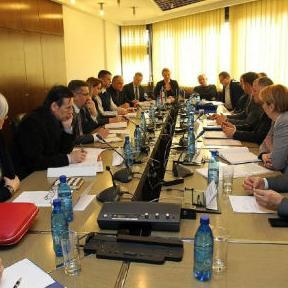 Nakon više pokušaja lokalne zajednice Zenice da se dobiju garancije za aktiviranje kreditnih sredstava, Vlada ZDK-a je odbila da odobri garancije po hitnom postupku dok ne budu ispunjeni svi uvjeti.