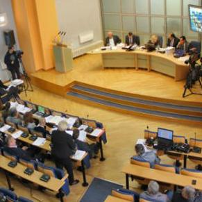 Poslanici Skupštine Kantona Sarajevo će na današnjoj sjednici po hitnom postupku raspravljati o Prijedlogu budžeta za 2015. godinu koji iznosi 676.300.000 KM.