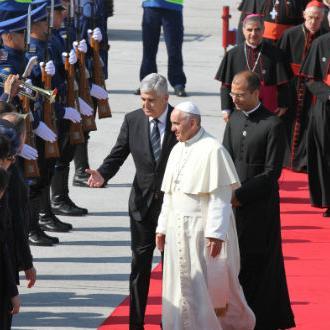 Papa Franjo doputovao u Sarajevo