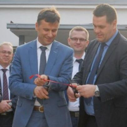 Trenutno je u firmi TTU Energetik angažirano 50 radnika, ističe Novalić, tvrdeći da će do kraja godine u njoj raditi oko 120 radnika.