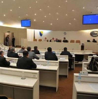 Prema riječima Dušanke Majkić iz SNSD-a, prekršeni su zakoni budući da se UO UIO nije izjasnio o predloženom rješenju.