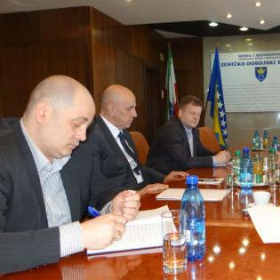 Projektom je predviđena izgradnja toplovoda Kakanj - Sarajevo, a općine Kakanj, Visoko i Breza, bi bile priključene na ovaj toplovod.