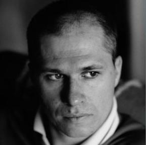 """Promocija nove knjige Aleksandra Hemona """"Knjiga mojih života"""" održat će se u Ateljeu Figure, 14.9. u 20 sati. Knjiga mojih života, Hemonova prva knjiga koja ne spada u fikciju, razbija konvenciju i očekivanje."""