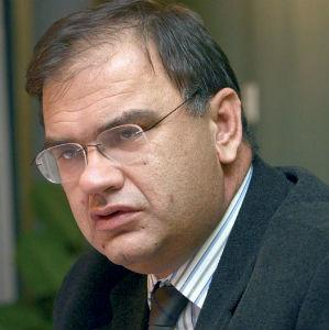Privrednici sve teže posluju zbog uslova u kojima djeluju, sve većih poreza, koji su među najvećim u regionu, iako bi trebalo da je obrnuto, a sada se najavljuje i poskupljenje električne energije u RS, rekao je Ivanić.