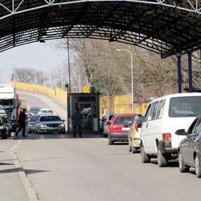 """Uprava za indirektno oporezivanje (UIO) BiH krajem decembra prošle godine sklopila je 8,4 miliona KM vrijedan ugovor sa kompanijom """"Niskogradnja"""" iz Laktaša za prvu fazu gradnje novog graničnog prelaza Gradiška, čime je ovaj proces konačno otkočen."""