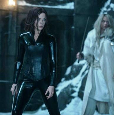 """Od 8. decembra na program Cinema Cityja stižu """"Underworld: Krvavi ratovi"""" i """"Ludi Božić u uredu""""."""
