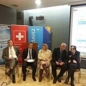 Načelnik općine Cazin Nermin Ogrešević sa saradnicima jučer je učestvovao u radu zajedničkog sastanka članova Aquasan mreže u Sarajevu kojem su prisustvovali i predstavnici skoro svih međunarodnih financijskih institucija