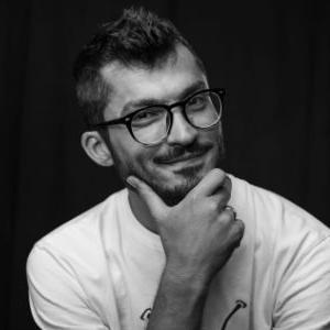 Petar posjeduje preko deset godina iskustva u digitalnom marketingu i osam godina iskustva u domenu upravljanja kompanija u IT sektoru.