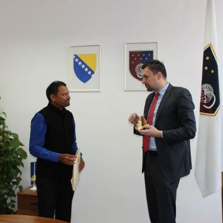 Agrawal je predložio premijeru da u narednom periodu potpišu Memorandum o razumijevanju između spomenutog indijskog grada i Vlade Kantona Sarajevo.