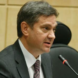 Većina imena za Vijeće ministara je poznata, a novi predsjedatelj Denis Zvizdić (SDA) najavio je da će sva imena u ponedjeljak proslijediti Središnjem izbornom povjerenstvu i SIPA-i na provjeru.