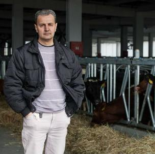 Načelnik općine Bosanski Petrovac Zlatko Hujić šokiran je ovakvim razvojem događaja, jer je dolazak ove kompanije 2015. godine predstavio kao važan događaj.