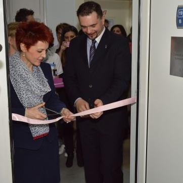 Otvaranjem ovog centra UKC Tuzla će na jednom mjestu imati usluge iz oblasti rendgenskog snimanja doji.