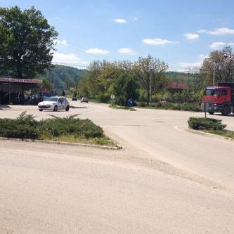 Avdagić i Vujeva dogovorili su saradnju na implementaciji projekta izgradnje kružnog toka na raskrsnici u naselju Pobriježje (kod benzinske pumpe CAT). Ovaj projekt će ući u plan realizacije Ceste FBiH za 2016. godinu.