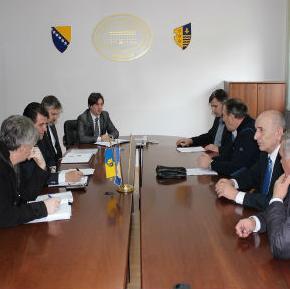 Omanović navodi da su aktivnosti IFAD-a usmjerene u pravcu jačanja ruralnog sektora i ruralnih područja, a sredstva planirana za finansiranje šestog po redu IFAD-ovog projekata za BiH iznose oko 30.222.000 miliona dolara.
