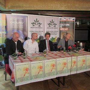 """Direktor Jahorina film festivala Mirko Despić istakao je da se ovaj međunarodni festival dokumentarnog filma, turizma i ekologije, koji se ove godine održava pod sloganom """"Dodirni svjetlost"""", smatra najvažnijim filmskim događajem u BiHi nakon Sarajevo Film Festivala (SFF)."""