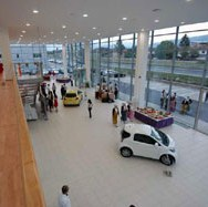 Prepolovljena prodaja novih auta