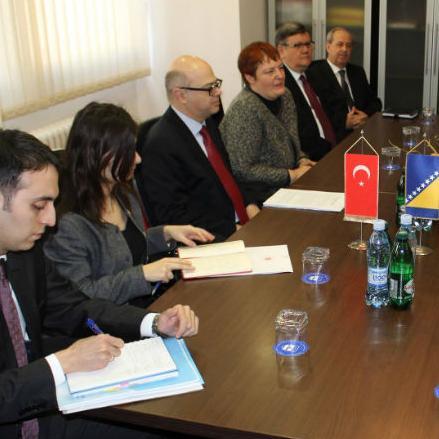 Ambasador Erginay ukazao je na spremnost svoje zemlje da podrži projekte zapošljavanja te naglasio da Republika Turska želi otvoriti počasni konzulat u Bihaću.