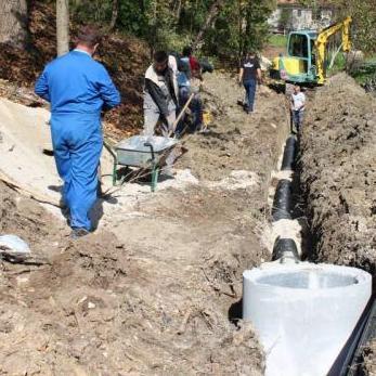 Općina Bihać je objavila javni poziv za izvođenje radova na izgradnji kanalizacione mreže MZ Gata, saznaje eKapija.ba.