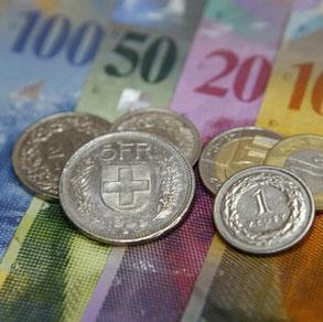 Tečaj švicarskog franka fiksira na 6,39 kuna na godinu dana. Trošak toga ide na teret financijskih institucija, rekao je premijer Zoran Milanović na izvanrednoj konferenciji za javnost.