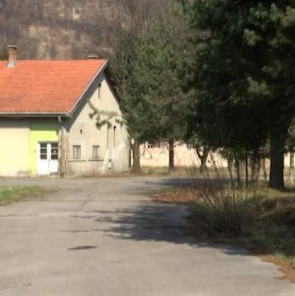 Kasarna u Semizovcu, koju je Vlada FBiH dala na korištenje Općini Vogošća, trebala bi u budućnosti da postane privredno-industrijska zona.