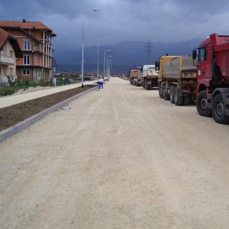 Načelnik Općine Bihać Emdžad Galijašević jučer je obišao lokalitet Ceravci, gdje počinju radovi na izgradnji tri nove saobraćajnice.