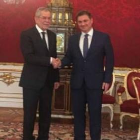Predsjedavajući Zvizdić je upoznao predsjednika Van den Bellena o aktuelnoj ekonomskoj i političkoj situaciji u Bosni i Hercegovini.