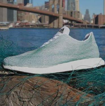 Adidas počeo proizvodnju tenisica od otpadne plastike iz oceana