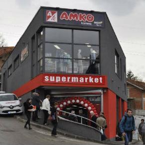 Preuređeni supermarket prostire se na 400 m² savremeno opremljenog i uređenog prodajnog prostora.