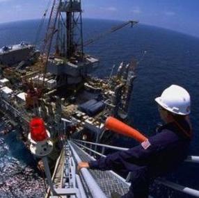 Obveza usklađivanja hrvatskih propisa s novim pravilima temeljem Direktive o sigurnosti naftnih i plinskih djelatnosti na moru najkasnije do 19. srpnja 2015. godine.