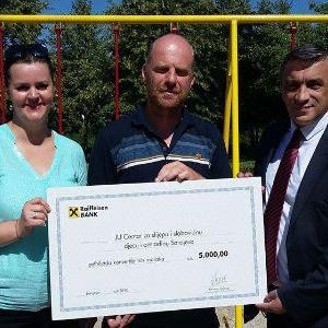 Raiffeisen banka uručila donaciju centru za slijepu i slabovidnu djecu