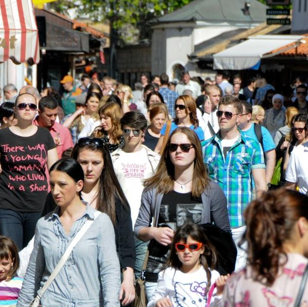 Kanton Sarajevo je u septembru 2013. godine posjetilo 33.952 turista, što je za 19,7 posto više u odnosu na septembar prošle godine. Turisti su ostvarili 66.212 noćenja, što je za 12,7 posto više u odnosu na isti period 2012. godine.