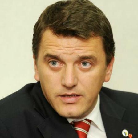 Hadžić je uhapšen u akciji Blok i osumnjičen je za zloupotrebu položaja ili ovlasti.