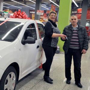 U Amko marketu u TC Otoka svečano uručen automobil sretnom dobitniku