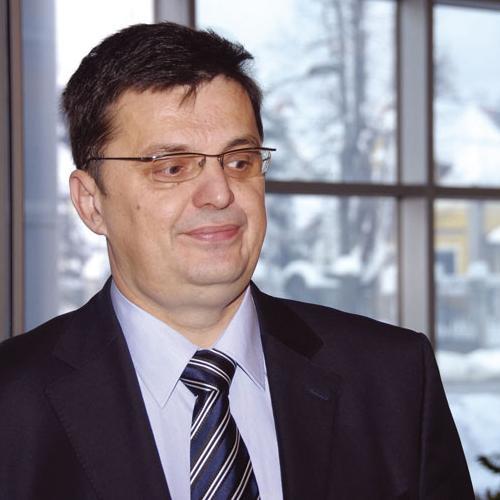 Cilj seta ekonomskih zakona koje je usvojila Vlada Republike Srpske je poboljšanje položaja privrede i osiguranje privrednog rasta u 2014. godini, rekao je danas član Izvršnog odbora SNSD-a Zoran Tegeltija.