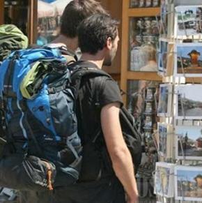 Registrovano je 255.557 noćenja, što je 10,7 posto više u odnosu na period januar-juni 2012. godine. U strukturi ukupnih dolazaka turista u Kanton Sarajevo, 81,9 posto dolazaka ostvarili su strani turisti, a 18,1 posto domaći turisti.