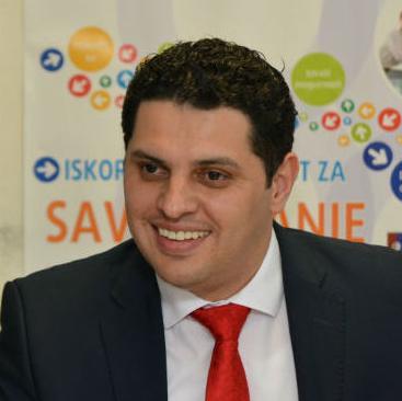 Projekt zapošljavanja mladih (YEP) implementira se od 2008. godine u cilju smanjenja broja nezaposlenih mladih ljudi u BiH kroz bolju integraciju žena i muškaraca (naročito iz ugroženih grupa) na tržište rada u BiH.