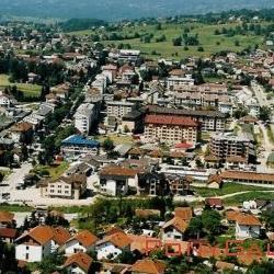 """Po dokumentu """"Strategija razvoja Opštine Sokolac"""" za period od 2013. do 2020. godine, osnivanje i uspostava poslovne zone na teritoriji te opštine je prepoznata kao jedan od razvojnih prioriteta."""