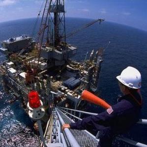 Nakon Jadrana svjetske naftne kompanije od danas se mogu natjecati i za koncesije za istraživanje nafte i plina na kopnu. Ministar gospodarstva iz Osijeka najavljuje da prve istražne bušotine očekuje za godinu dana.