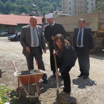 Svečano položen kamen temeljac za izgradnju zgrade za mlade