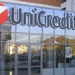 UniCredit prodaje milijardu dolara loših kredita