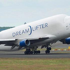 Američka kompanija Boeing isporučila je prošle godine rekordnih 648 aviona, što bi drugu godinu zaredom trebalo da joj osigura prednost u duelu s Airbusom.