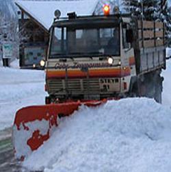Općinski fond za komunalne djelatnosti i infrastrukturu općine Sanski Most izabrao je najpovoljnije ponuđače koji će biti zaduženi za zimsko održavanje puteva na području sanske općine.