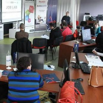 Američka trgovačka komora u BiH u saradnji sa kompanijom Telemach i Link Group - ITAcademy pokrenuli su društveno korisni projekat.